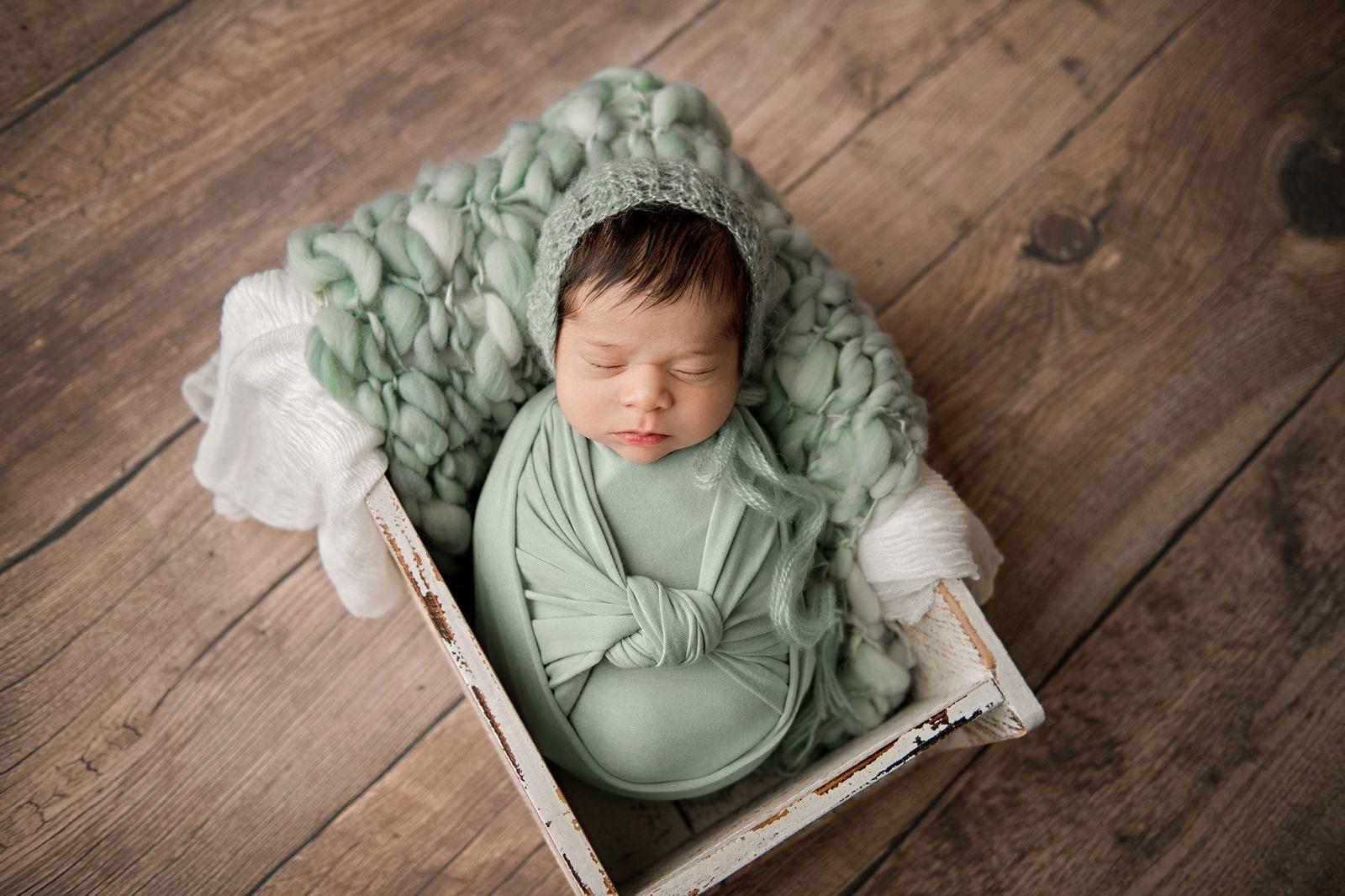 newborn-baby-girl-charleston-south-carolina-sage-green-01