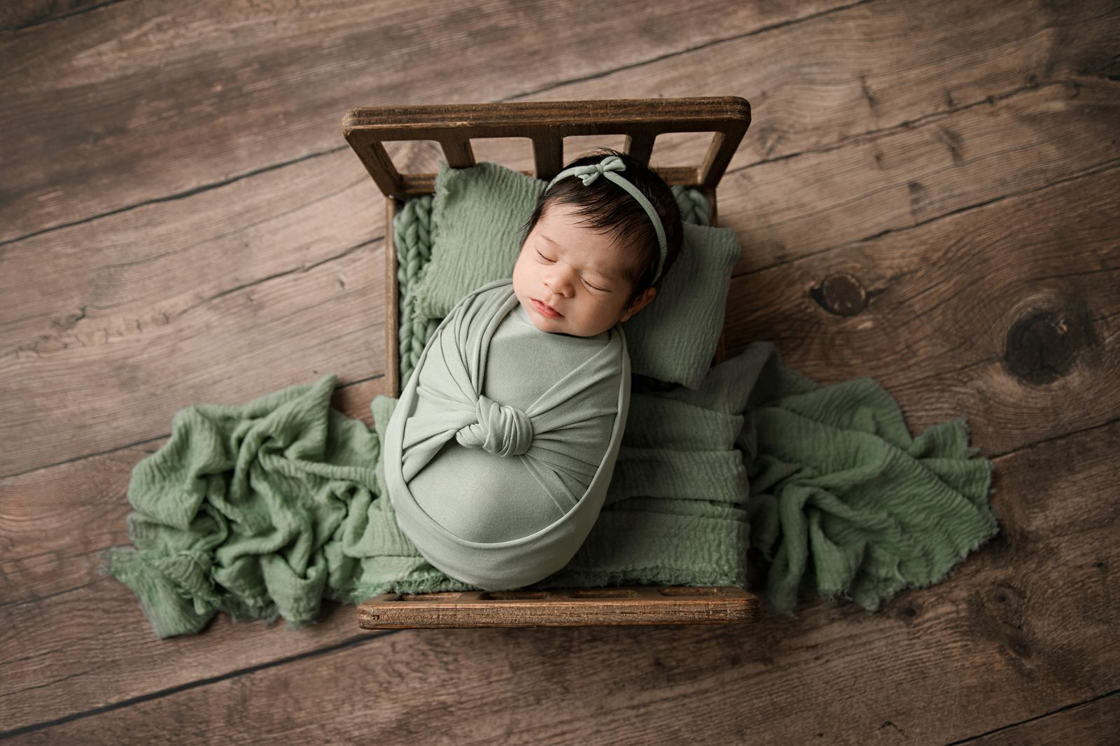 newborn-baby-girl-charleston-south-carolina-sage-green-03