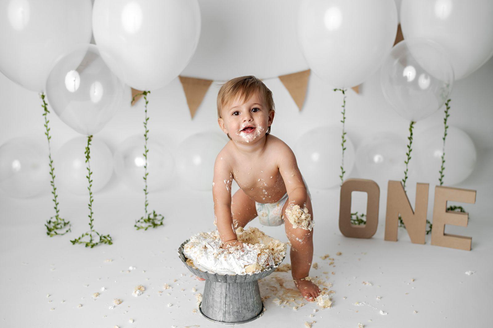 simple-and-white-studio-cake-smash-goose-creek-sc-04